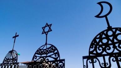 photo-symbolising-christianity-judaism-islam_1