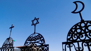 photo-symbolising-christianity-judaism-islam_1
