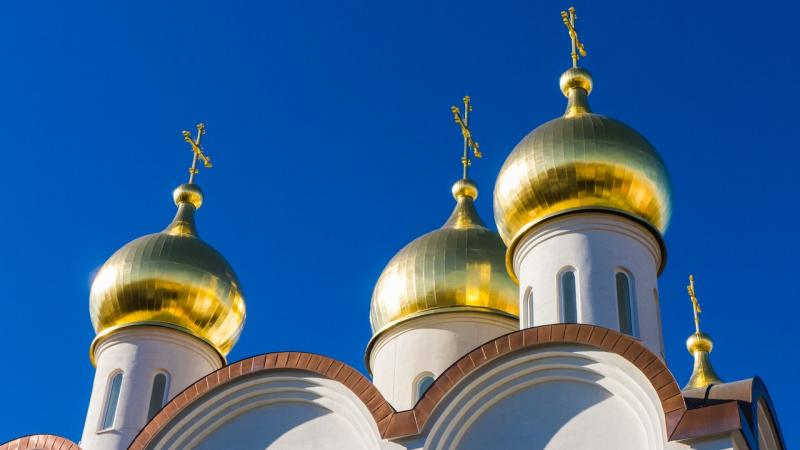 white-cathedral-low-angle-view-during-day-time-65878_1